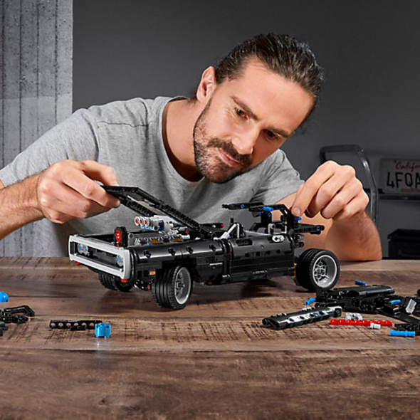 LEGO 42111 Technic: Dom's Dodge Charger